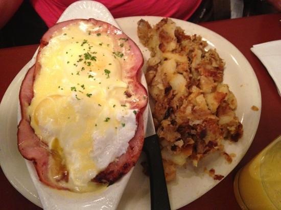 Main Street Bistro: eggs Benedict