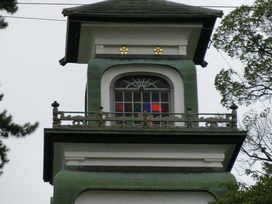Oyama Shrine : 神門。四面五彩のギヤマン張りとなっています。