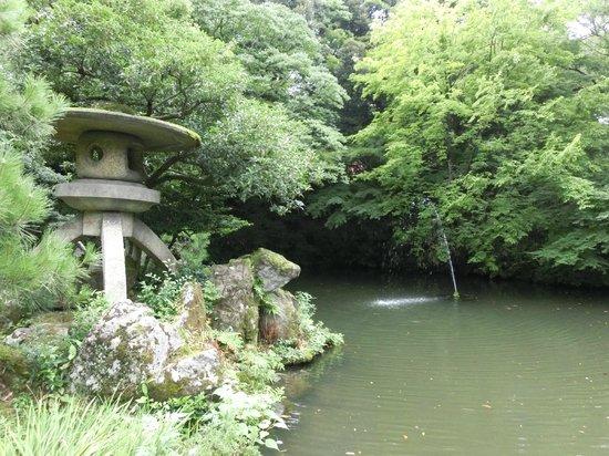 Oyama Shrine : 現在は当時の水路が断絶したので、井戸を堀り地下水を井戸に流しています。