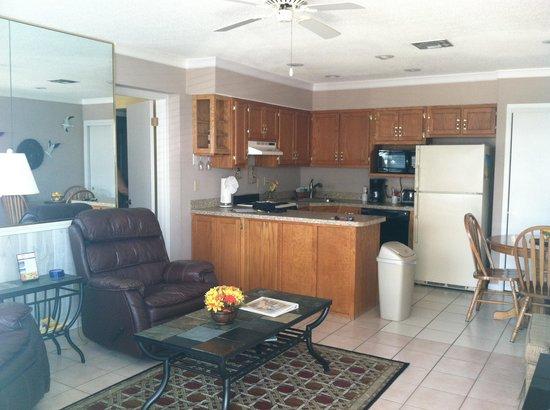 Capri by the Gulf: Livingroom Kitchen