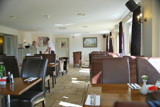 Fox Hall Inn: dining area