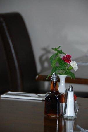 Fox Hall Inn: table decor simple and smart