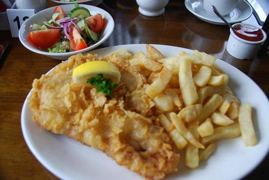 Fox Hall Inn: cod and chips- yummy!