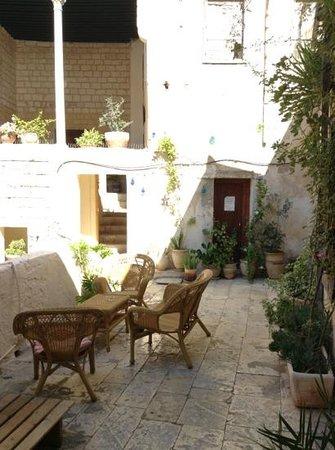 The Fauzi Azar Inn: Fauzi Azar, Nazareth