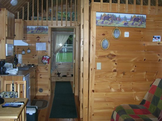 Motel Long Lake and Cottages: inside cabin #23