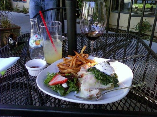 Bistro Michel: bread, ham, cheese, spinach & a poched egg on top!