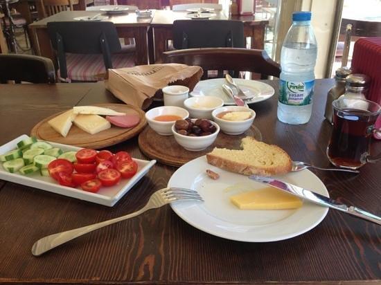 Zazu Cafe Restaurant Bar: kahvaltı ;)Tabi burda yumurtalı ekmek ve pancake gelmemişti;))