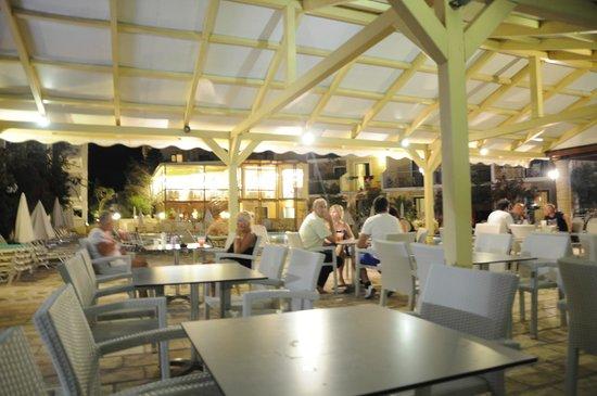 Strofades Beach Hotel: bar przy basenie