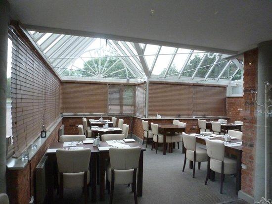 Roebuck Inn: Conservatory dining room