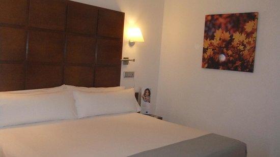 TRYP Zaragoza: Habitacion