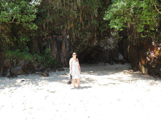 Sununga Beach: Entrada para gruta
