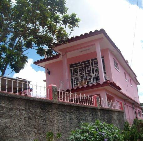 Casa Particular Ridel y Claribel: FRENTE DE LA CASA