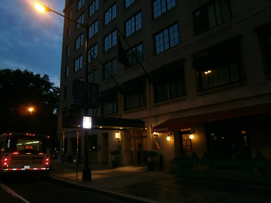 Club Quarters Hotel in Washington, D.C.: Outside early