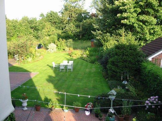 Heatherlea Guest House: Zicht op de tuin
