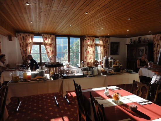Hotel de Gruyères Wellness & Seminaires : breakfast room