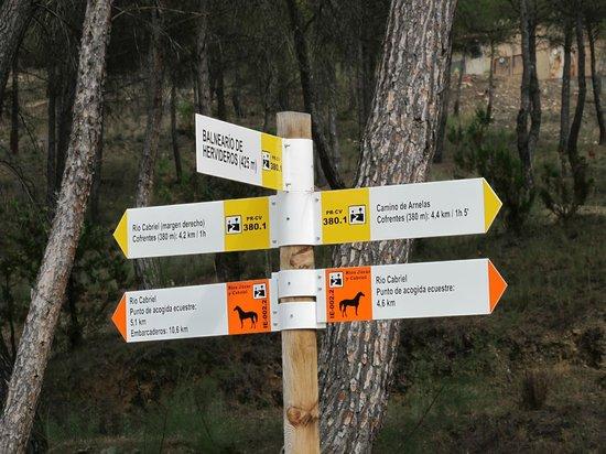 Cofrentes, Spain: Cartel de rutas y senderos