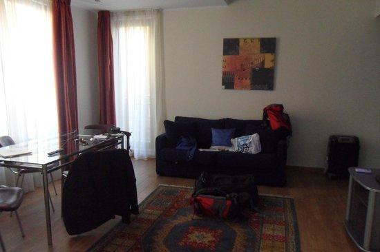 Prince Park Residence: Living Room