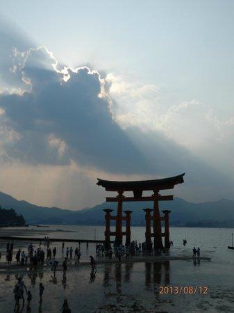 Itsukushima Shinto Shrine and Torii - Picture of Itsukushima Shrine, Hatsukai...