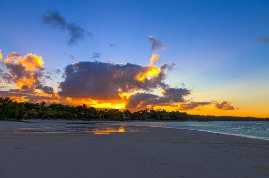 LUX* Belle Mare: Strand und Sonnenuntergang