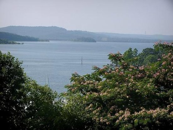 Rock Lane Resort and Marina : View of Table Rock Lake from Condo