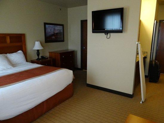 StoneCreek Lodge Missoula: Bed/TV/dresser