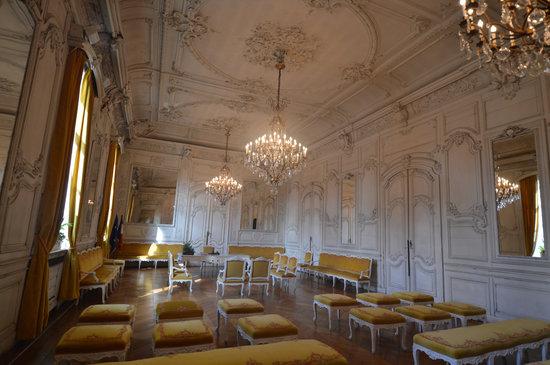 Le salon blanc photo de beffroi de douai douai - Salon du chiot douai ...