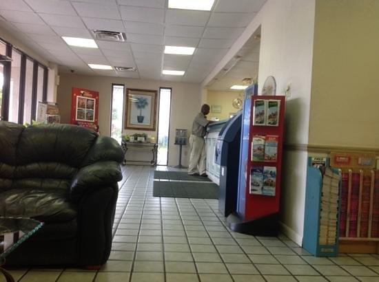 Rodeway Inn Maingate: lobby