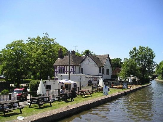Plum Pudding: canalside view