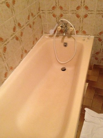 Hotel Celine : rideau de douche inexistant