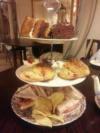 Characters Tea House and Hot Stone Restaurant: Yum Yum...