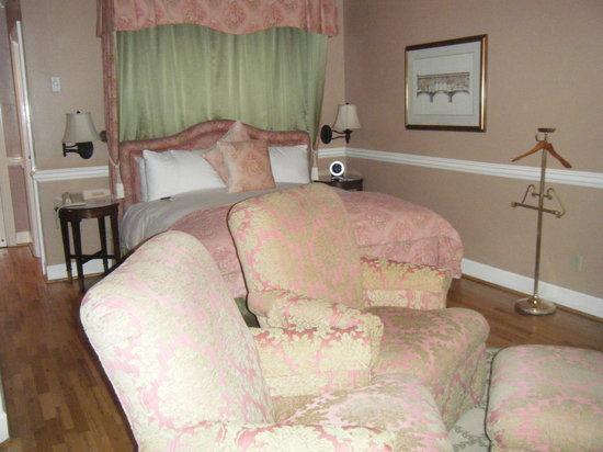 Spindrift Inn: room