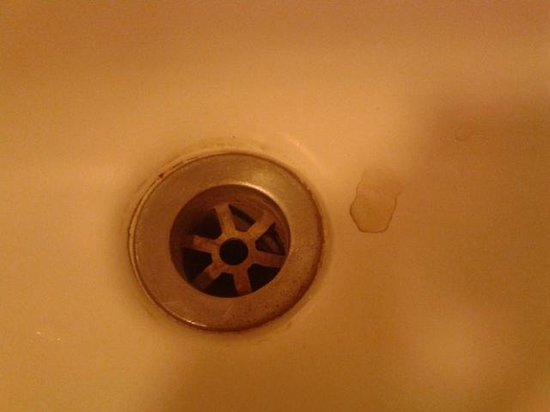 The Mount Hotel: Dirty sink