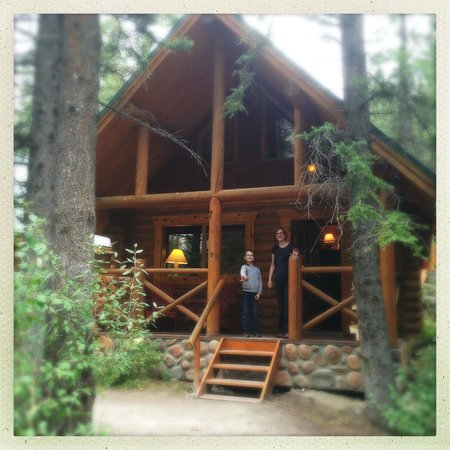 Cathedral Mountain Lodge: Our cabin