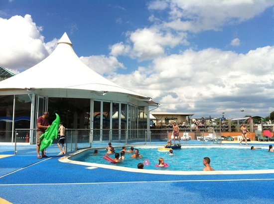 Outdoor pool is heated picture of hopton holiday park - Great yarmouth swimming pool times ...