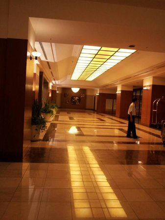 Urawa Royal Pines Hotel: フロント