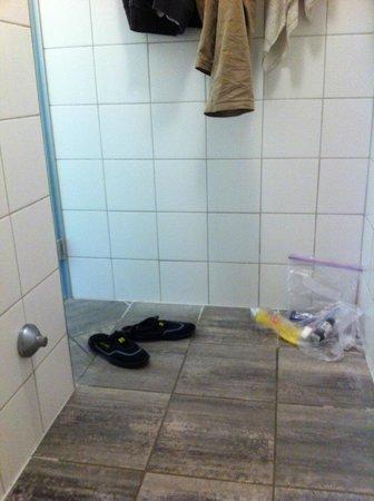 Yoho International Youth Hostel: Showers