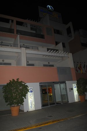 Marina Rey Apartamentos: Entrada principal