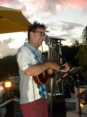 Waterlot Inn Restaurant : Mike Hind plays on the dock