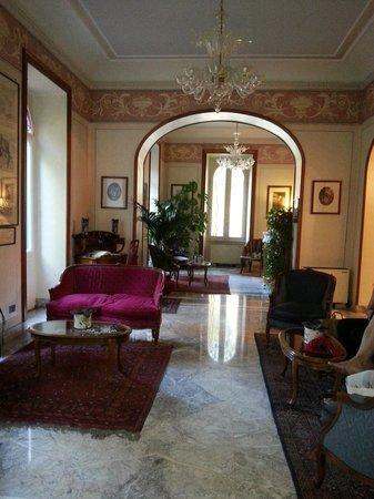 Hotel Farnese : HALL DE L'HOTEL