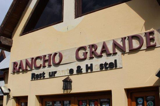 Rancho Grande Hostel: Fachada meio velha