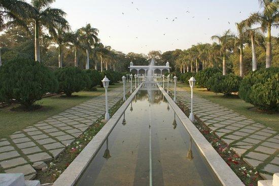 Karachi Zoo: View of Mughal Garden