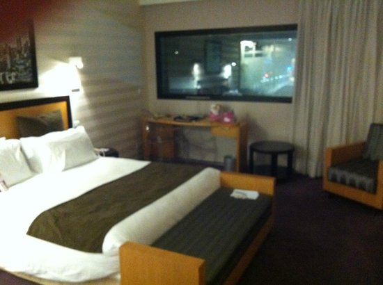Crowne Plaza Lille : bedroom with a view