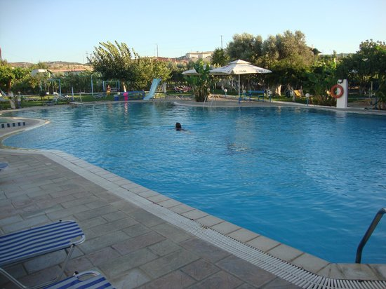 Garden Hotel: Pool area