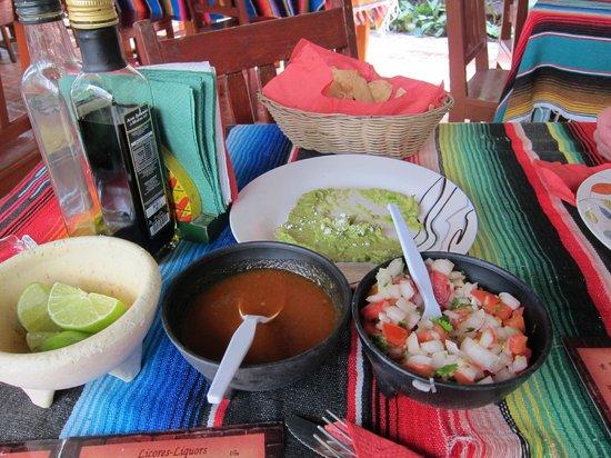 Abuelo Gerardo: Delicious complimentary tortillas