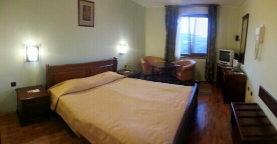 Meridian Hotel Bolyarski: Panorámica de la habitación