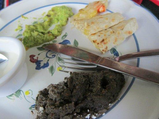 Abuelo Gerardo: Yummy quesadillas, gucamole, sour cream and refried beans