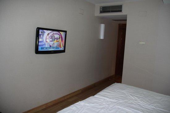 Pol & Grace Hotel: Tv con 2 canali italiani