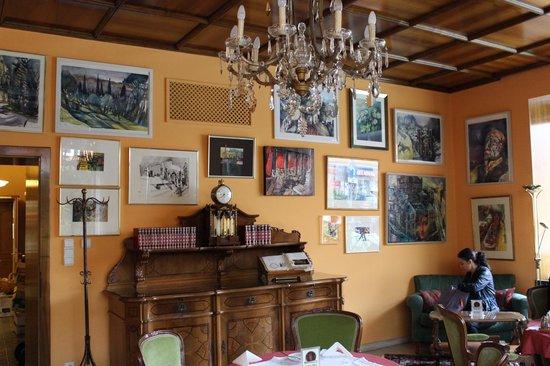 Hohenstauffen Hotel: The Salon