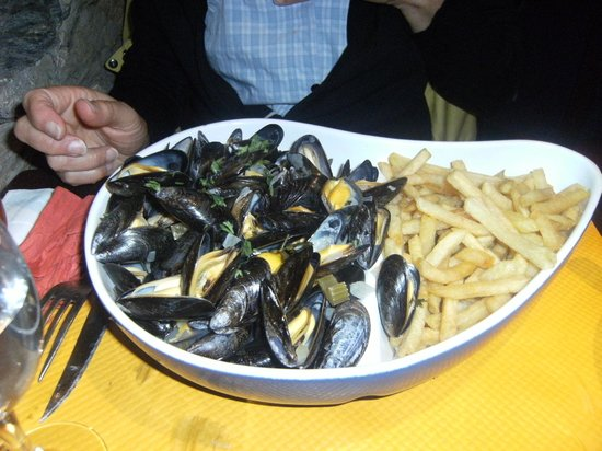 moules frites picture of le verre a pied le palais tripadvisor. Black Bedroom Furniture Sets. Home Design Ideas