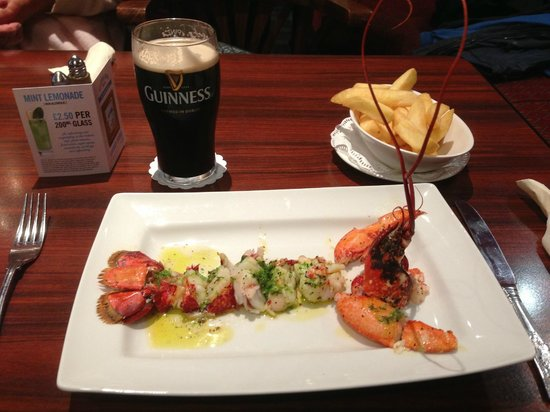 The Selkirk Arms Bar, Bistro and Restaurant: A very fresh lobster, beautifully cooked and presented.